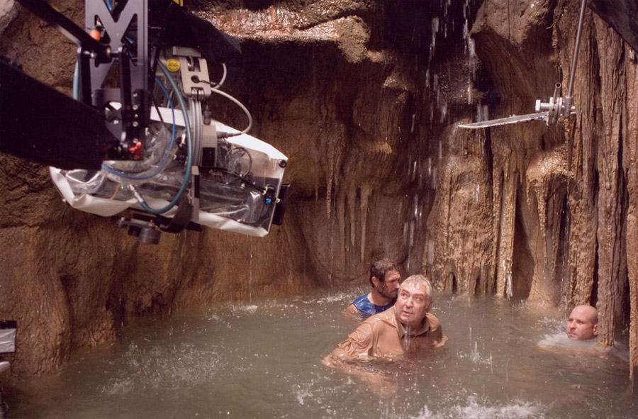 Dean Semler, ACS, ASC (center) lines up a shot on Apocalypto with a Panavision Genesis in a splashbag.